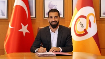 Arda Turan vuelve a firmar por el Galatasaray. GalatasaraySK