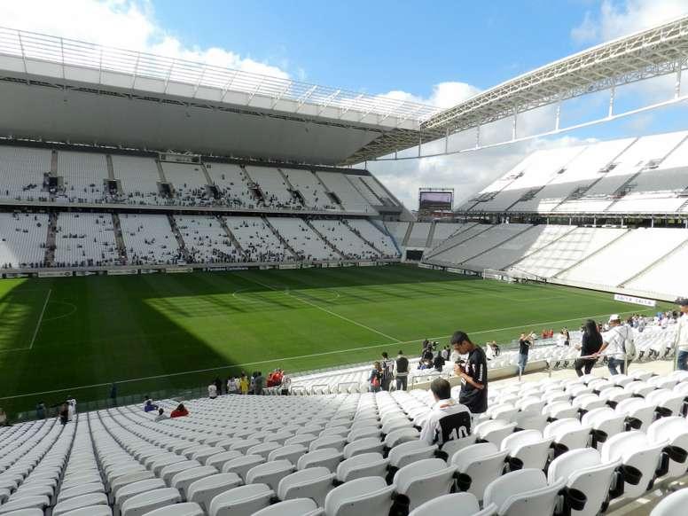 Corinthians joga com gritos de torcida...sem torcida! Goal