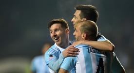 Messi y Zabaleta, buena amistad. AFP