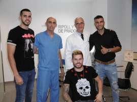 Armando y Pol posan con el Doctor Ripoll. ElcheCF
