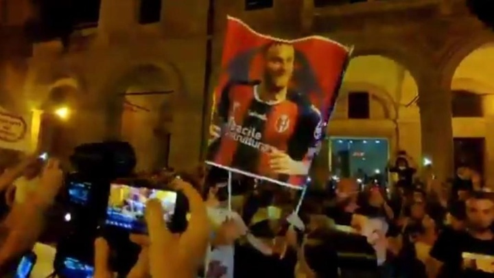 Arnautovic desató la locura en Bolonia. Captura/Twitter/TuttoMercatoWeb
