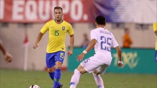 Arthur, félicité au Brésil. Twitter/CBF_Futebol