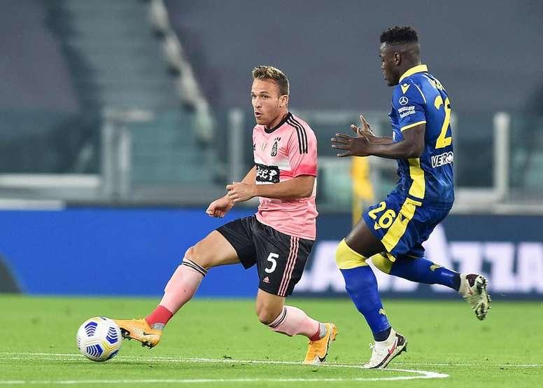 Pirlo admitió que Arthur pecó de terco ante el Ferencvaros. EFE