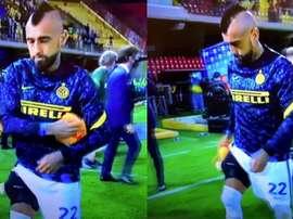 Vidal esce dal campo con il ghiaccio. MovistarLigadeCampeones
