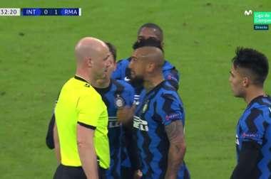 Vidal si infuria con l'arbitro. MovistarLigadeCampeones