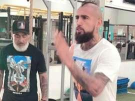 Vidal segue no foco apesar de não jogar com o Chile. Instagram/KingArturo23