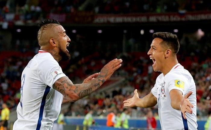 Arturo Vidal y Alexis se verán las caras en el Camp Nou. EFE