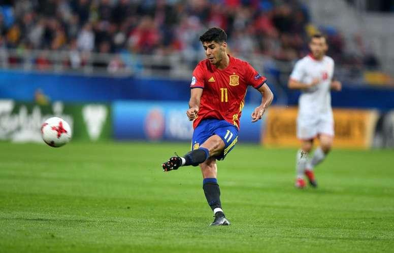 Asensio dispara a puerta en el partido ante Macedonia Sub 21. AFP