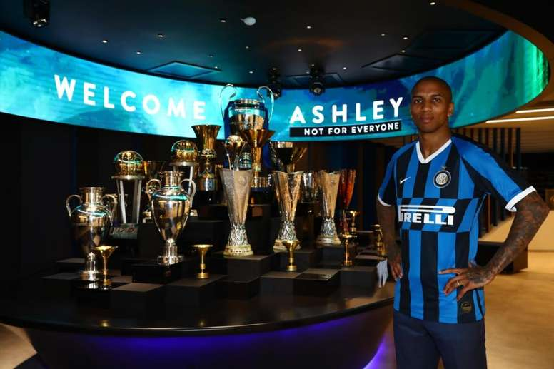 OFICIAL: Ashley Young se marcha al Inter. Twitter/Inter