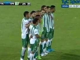 Así decidieron protestar los futbolistas del Estudiantes de San Luis en el partido ante Talleres de Córdoba. TyCSports