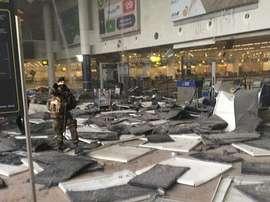 Los dos jugadores estaban a punto de coger el avión hacia Italia cuando explotó la bomba. Twitter
