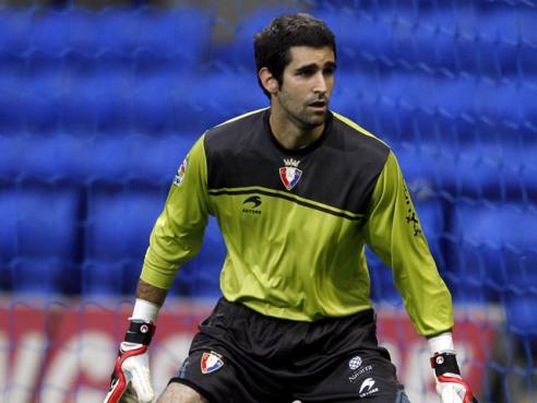 Asier Riesgo, disputando un partido con Osasuna. Twitter