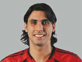 En su etapa como jugador, también jugó en el Bayer Leverkusen. Leverkusen