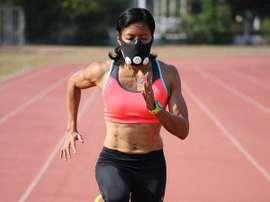 Atleta entrena con máscara de Hipoxia