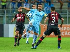 Gremio cayó ante Atlético Paranaense. Twitter/Gremio_es