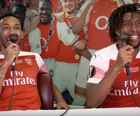 Aubameyang e Iwobi, dos genios de la narración deportiva. Captura/ArsenalTV