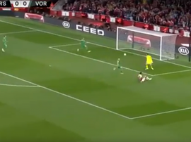 Aubameyang opens the scoring for Arsenal. Captura/FoxSports