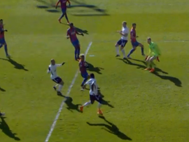 Aurier missed an absolute sitter for Spurs against Palace. Twitter