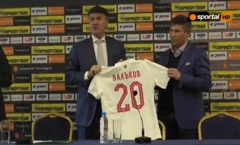 Balakov, presentado con Bulgaria. Captura/SportalHD