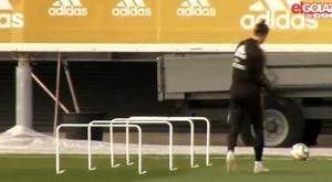 Gareth Bale mime du golf à l'entraînement du Real Madrid. Capture/ElGolazodeGol