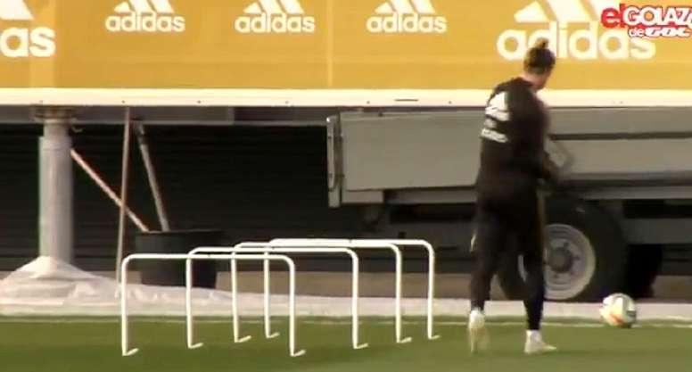 Bale já simula golf no treino do Real Madrid. Captura/ElGolazodeGol