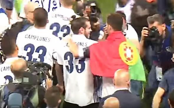 El gesto de Cristiano con Bale en la celebración de LaLiga. Youtube