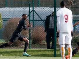 Ballo celebra su tanto marcado a la Roma, el primero del PSG en el partido que les enfrentaba en los cuartos de la UEFA Youth League. UEFA