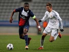 Bambock, disputando un partido con el Juvenil del Paris Saint-Germain. Twitter