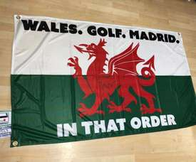 Bale's agent spoke about the controversy with the flag! Twitter/WelshFootyFlags