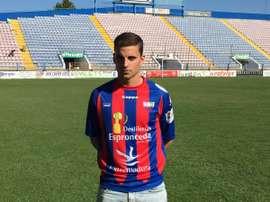 Barahona posa con la camiseta del Extremadura. EXTUD