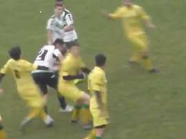 Los jugadores protagonizaron una pelea multitudinaria. Youtube