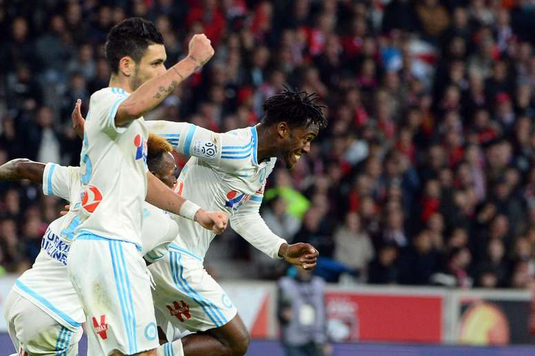 Batshuayi celebra su tanto al Lille con sus compañeros del Olympique de Marsella. OM