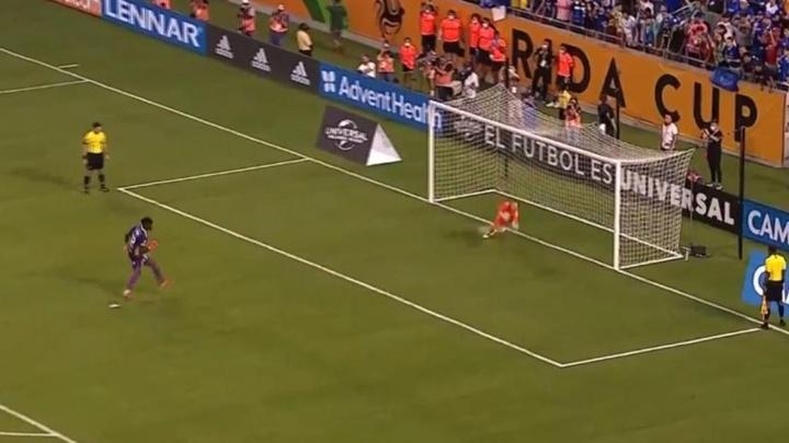 Begovic fue el protagonista en la victoria contra Millonarios. Captura/Twitter/Everton
