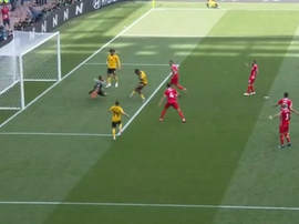 Batshuayi missed the target from six yards out. Captura