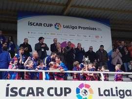 Benjamines del FC Barcelona coronándose campeones de la Íscar Cup. Iscarcup