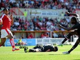 Benteke, en el partido de su debut con el Liverpool ante el Swindon. Twitter.