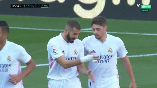 Benzema, brilhando nas assistências contra o Barça. Captura/Movistar+LaLiga