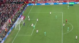 De cabeça, Benzema coloca o Real na frente. Captura/MovistarLaLiga