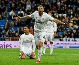 Benzema et Ronaldo après le but du Français. AFP