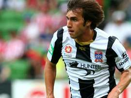 Bernardo Ribeiro, que jugó en el Newcastle Jets de la Liga de Australia, falleció en Brasil tras la disputa de un partido a la edad de 26 años. Archivo/EFE/AFP