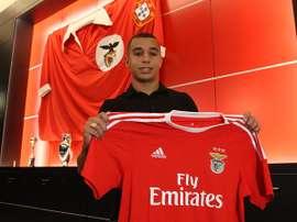 Bilal posa en el vestuario del Benfica. Twitter