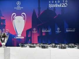 Il sorteggio dei sedicesimi di Europa League. Twitter/LigadeCampeones