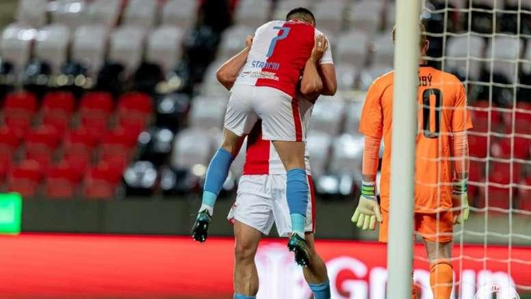 El Slavia afianzó su liderato con una goleada. Twitter/slaviaofficial