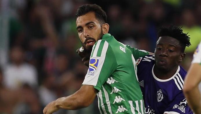 Borja Iglesias tuvo un discreto estreno que acabó con lesión. EFE