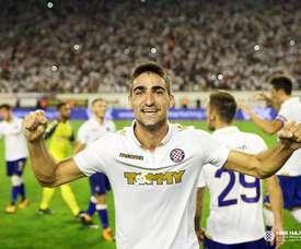 Le défenseur est sur le point de revenir. HajdukSplit