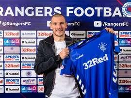 Barisic firma hasta 2022. Twitter/RangersFC