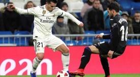 Brahim tenta acertar o coração de Zidane. EFE