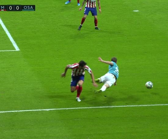 Osasuna pidió penalti. Captura/MovistarLaLiga