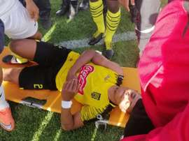 Brasileiro Gil Bahia leva pedrada. Twitter @LSassessoria_