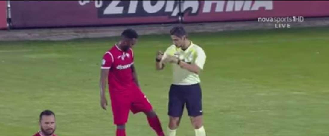 El jugador portugués se excedió en una broma que le costó la amarilla. Captura/NovasportsHD